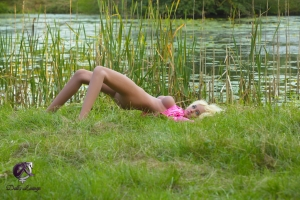 Simone plays with the evening light - the warm wind blows softly through the bulrushes on the lake